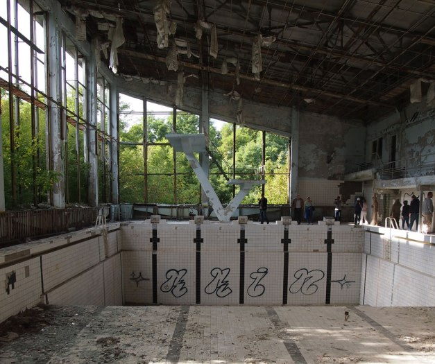 Swimming-pool-in-the-abandoned-city-of-Pripyat-near-the-Chernobyl-plant.-Taken-on-Spetember-8-2012